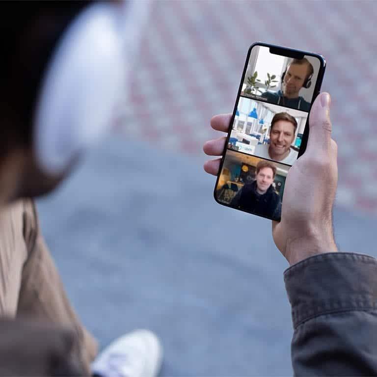 Videoanruf mit Messeteilnehmern